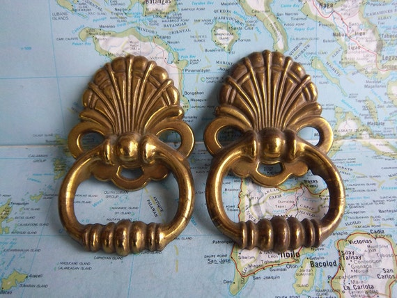 2 vintage Deco style brass metal curved pulls includes hardware