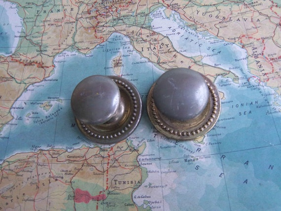 2 vintage distressed brass metal knobs with matching round trimplates includes hardware