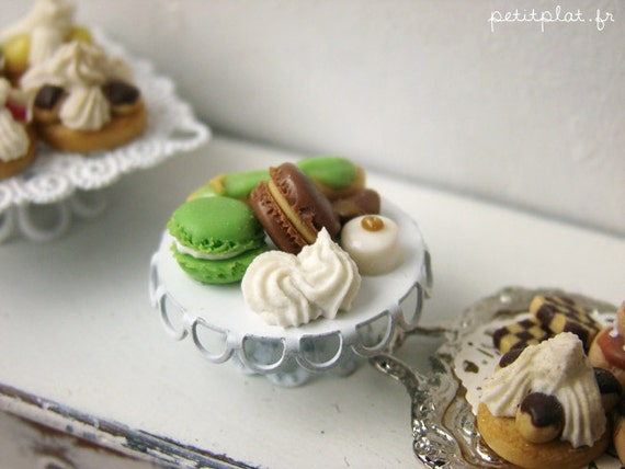 Miniature Pastry Tray - Patisserie de France in Pistacchio Green - Dollhouse Miniature in 1/12 Scale