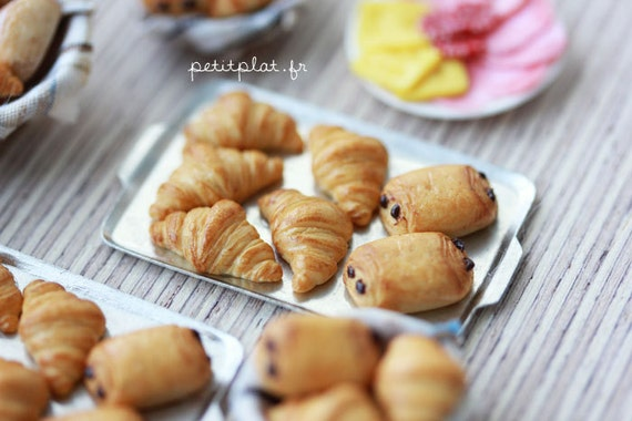 Miniature Croissants - Bakery Goods Out Of The Oven - 1/12 Dollhouse Scale Miniature Food