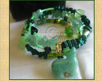 St Patricks Day Beaded Bracelet, Wearing of the Green Bracelet, St Patricks Day Greens and Things Beaded Memory Wire Bracelet