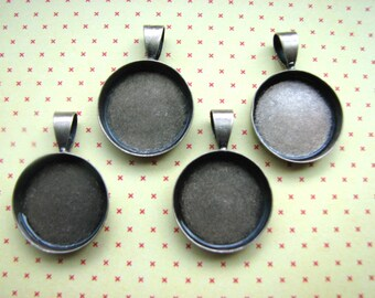 5 TINY Blank Pendant Circles Round Trays Antique Brass  Bezels Settings 16 mm Photos Charms