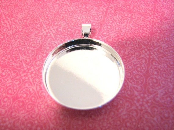 20  Blank Pendant Circles Round Trays Shiny Silver Plated Bezels Settings 1 inch 25 mm Photos Charms