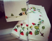 FREE - You pay for shipping - Vintage Set of 4 Napkin or Place Setting Spring Strawberries Design Heavy Cotton