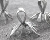 sturdy SS ice pick pinch bails leaf design