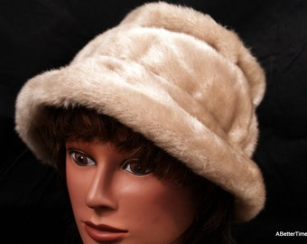 SALE - Bucket hat  faux fur champagne vintage