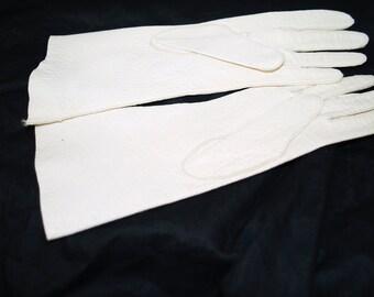 Daniel Hays size 5-3/4 White Peccary pigskin gloves