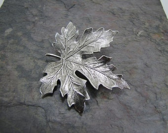 Maple Leaf Brooch Pin