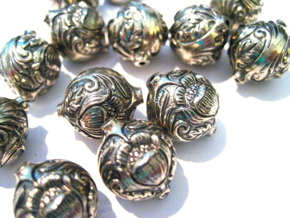 LAST ONES 4 Vintage Lucite Silver Beads Electro Plated with Floral Motif - 14mm x 12mm B280