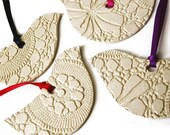 Set of 4 Lacy bird ornaments in stoneware ceramic
