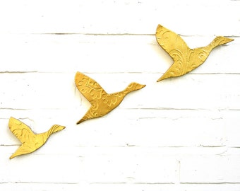 Wall Art Three Ceramic Flying Ducks Metallic Gold Finish Modern Artwork Faux Taxidermy Home Decor Living Room Bathroom Kitchen