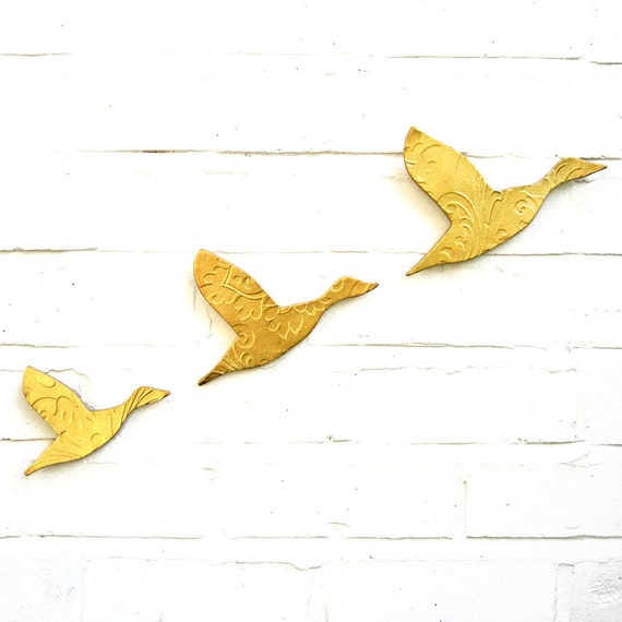 Three Flying Ducks Metallic Gold Finish Stoneware Ceramic Wall Art Set Modern Faux Taxidermy Home Decor Living Room Bathroom Kitchen Artwork