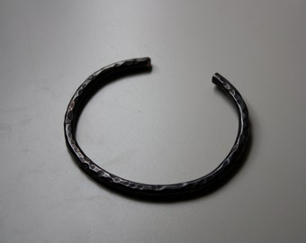 Lucky Horseshoe Cuff - Single Oxidized Textured Heavy Copper Bracelet - The Ranch Collection - Jennifer Cervelli Jewelry