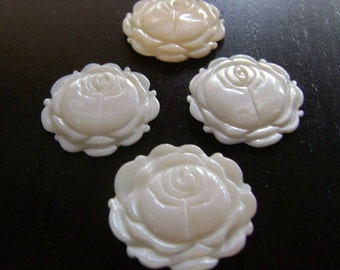 CLEARANCE !!! White Rose Pendant Bouquet...4ct.