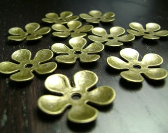 CLEARANCE !!! Metal Flower Bead/Base in Brass ...20ct.