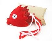yummy crunchy fish head cat toy
