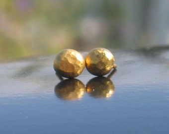 Eco friendly studs earrings, Gold studs earrings, Small Gold Earrings, Small hammered round gold earrings