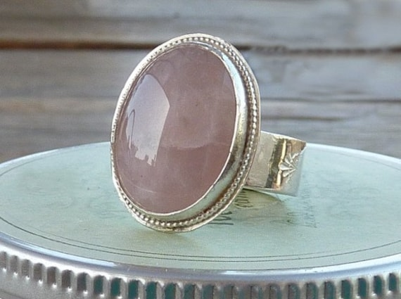 Rose Quartz ring. Pink ring. sterling silver ring. Pretty in pink ring. oval rose quartz gemstone ring