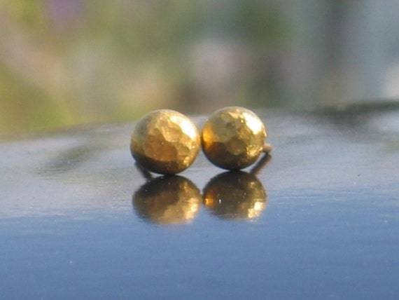 Gold studs earrings. Smarty golden stud earrings. Small hammered round silver earrings