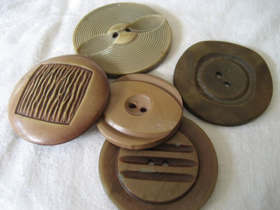 Lot of 5 VINTAGE Large Celluloid BUTTONS
