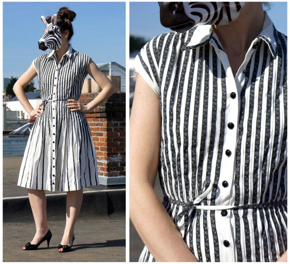 50's Sleeveless Day Dress with Black and White Floral Stripes - sz M