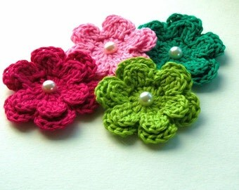 Crochet Flowers in Pink and Green with Pearl x 4