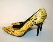 Awesome Retro Yellow Black Comic Strip Print Stilettos 6.5