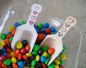 Wood Scoop with Hearts and Crystals for Candy Buffets or Favors - Item 1063