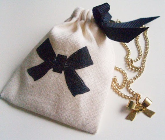 "Mini bow necklace (16"") with matching pouch"