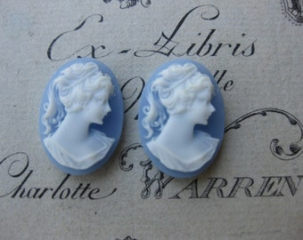 Closeout Sale Vintage Resin  Wedgewood Small Sweet Cameos 536VIN x4