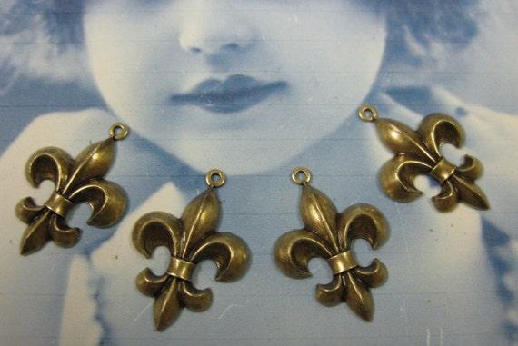 Brass Ox Plated Fleur De Lis Brass Charms 412BOX x4