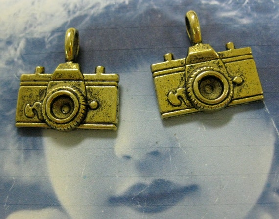 Clearance Closeout  Antique Brass Patina Camera Charms 1003GOL x4