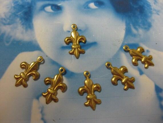 The Sweetest Raw Brass Fleur De Lis Charms 409RAW x6