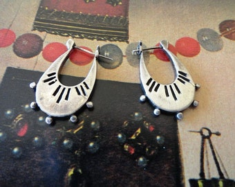 Vintage 70s Sterling Silver Artisan Hand Crafted Earrings