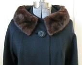 vintage FUR COLLAR 50s 60s coat, s/m
