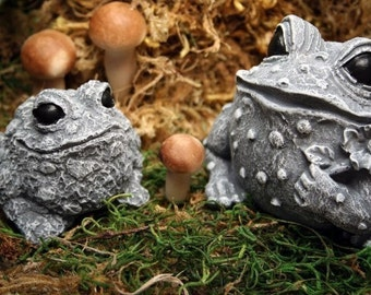 Mommy Frog & Baby Toad Concrete Outdoor Garden Decor