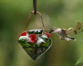 Recycled material hummingbird feeder - Green