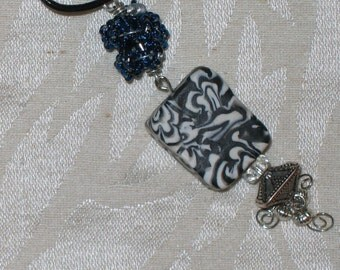 Kiku pendant
