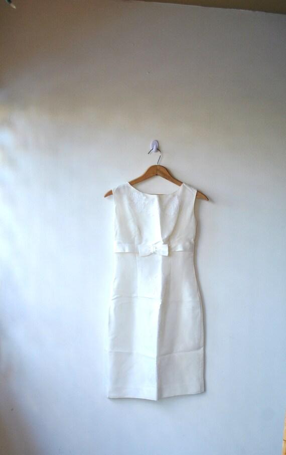 60s ivory wedding dress // simple ivory sheath with bow // vintage 50s 60s sheath dress