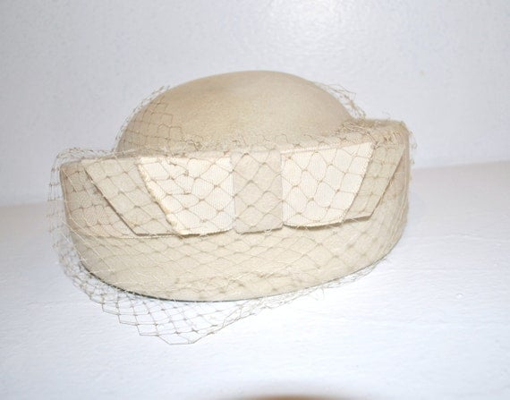 50s off white felted wool pillbox hat