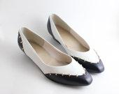 sz 6.5 vintage nautical leather shoes / vintage two tone leather flats / 37