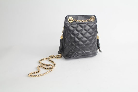 FINAL SALE...80s vintage purse / quilted leather crossbody bag / gold and black chain link strap bag / made in Italy