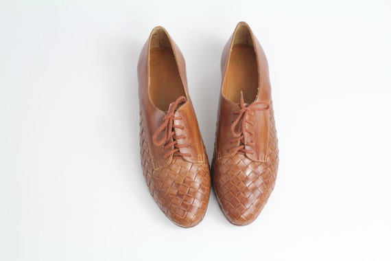 sz 9 vintage oxfords / brown woven leather brogues / lace up flats / deadstock shoes / 40