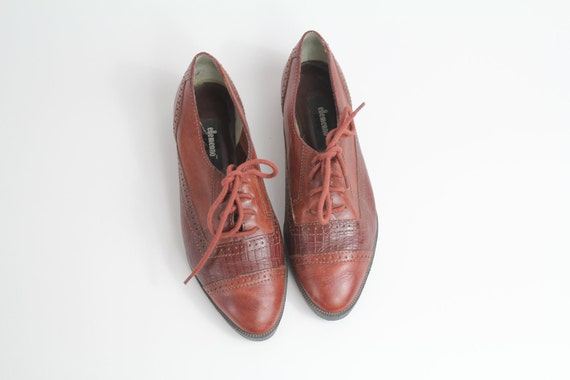 sz 6.5 vintage oxfords / brown woven leather brogues / leather lace up shoes / 37