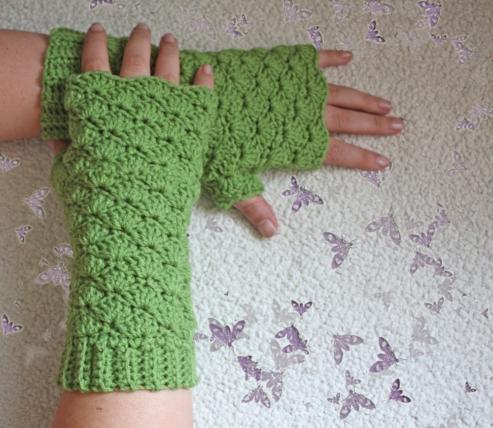 Crochet Fingerless Gloves Pattern Beginner : PATTERN Comfy Shells Fingerless Gloves Free International
