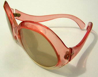 Pink French Sunglasses Vintage 70s - Made in France - Fabulous Color & Shape