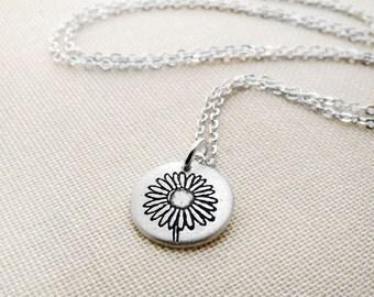 Tiny daisy necklace, silver flower necklace, flower jewelry, daisy jewelry