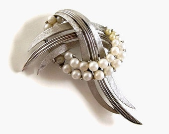 Vintage Trifari Knot Brooch, Silvertone Jewelry with Faux Pearls