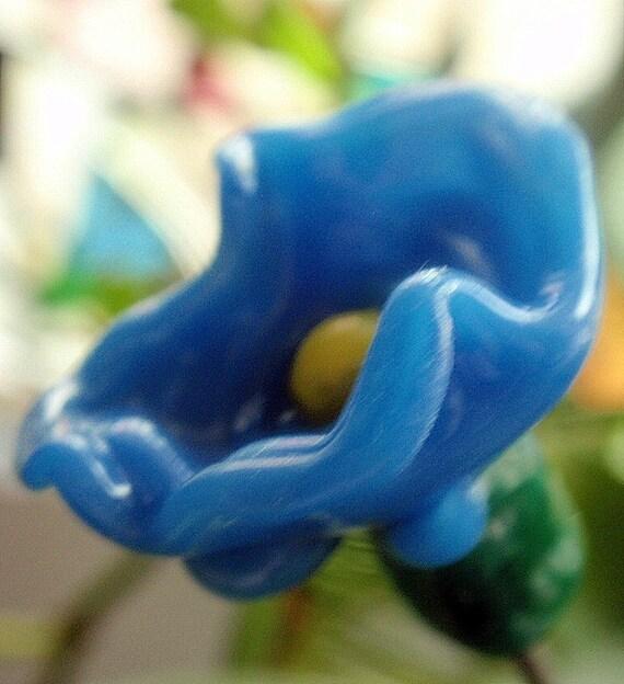 Glass Lampwork Flower Plant Posie - blue