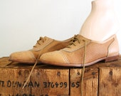 Camel Brown Oxfords . 1960s Oxfords . 60s Shoes . Flats . 5/6